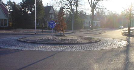 de rotonde aan de zuidkant van het centrum
