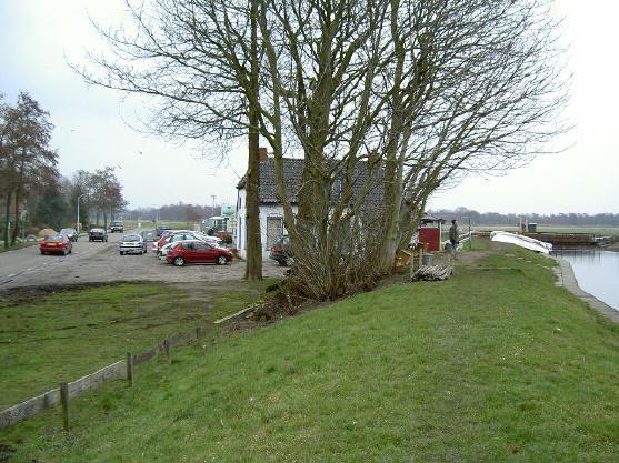 café friescheveen, links de meerweg tussen haren en paterswolde, rechts het natuurgebied