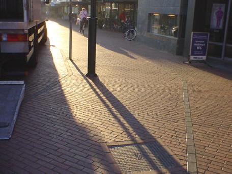 lantaarnpaal op fietspad