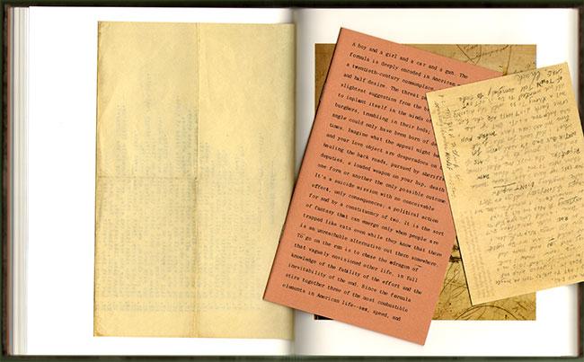 dubbelpagina met wat losse attributen uit het boek