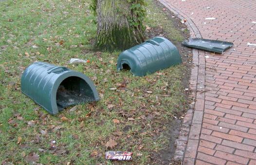 gesneuvelde afvalbakken...