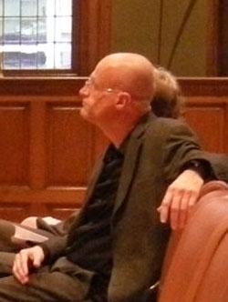 jan glas luistert naar juryvoorzitter anneke claus...