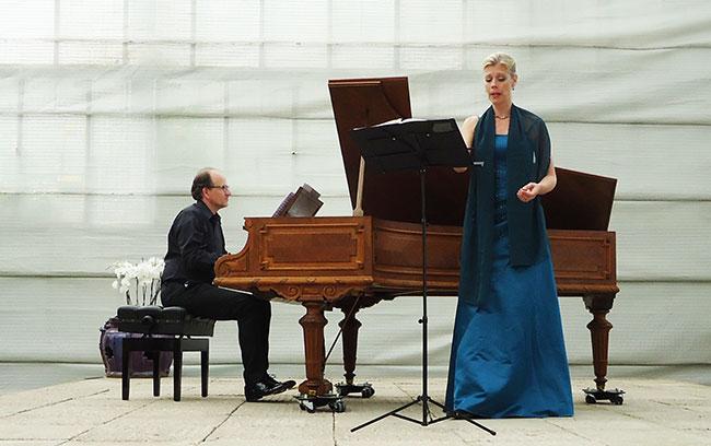 en onderschat de pianist niet...