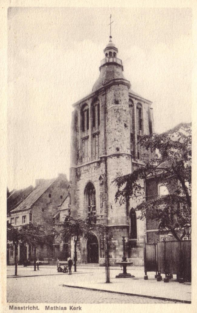 mathiaskerk met urinoir...