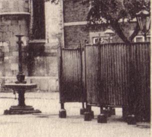 urinoir bij de mathiaskerk...