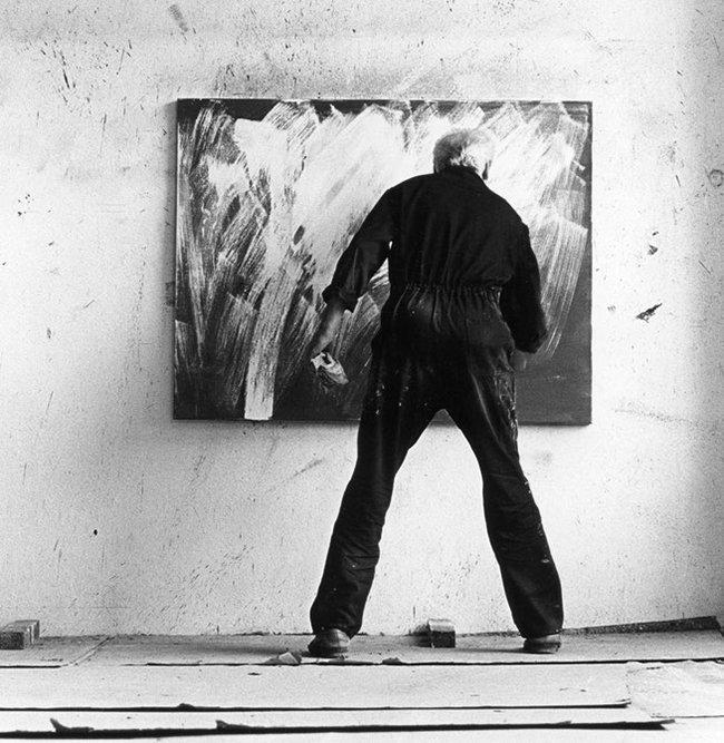 Raymund Girke aan het werk in zijn atelier