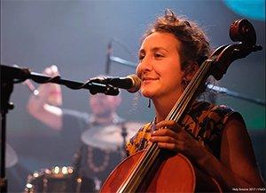 celliste en zangeres emma