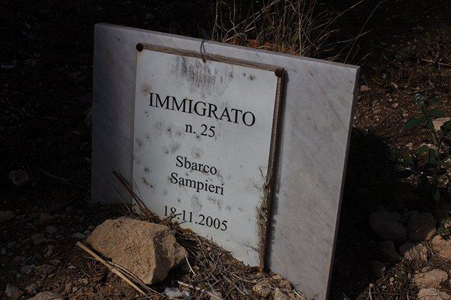grafsteen van een vluchteling