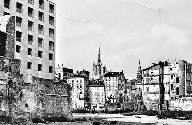 Ansichtkaart van een door de oorlog verwoest Bottonuto