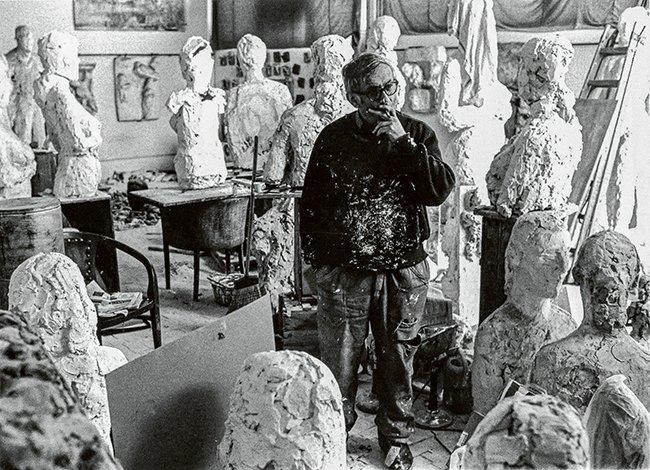 Hans Josephsohn in zijn atelier